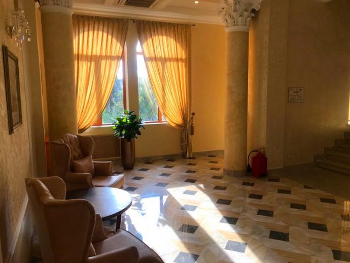 Холл отеля Амра старый корпус